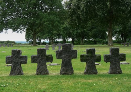 normandy cemetery graves