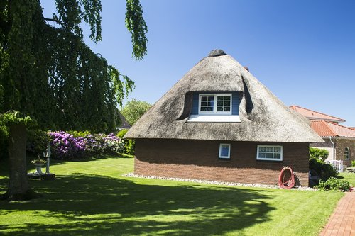northern germany  thatched roof  friesenhaus
