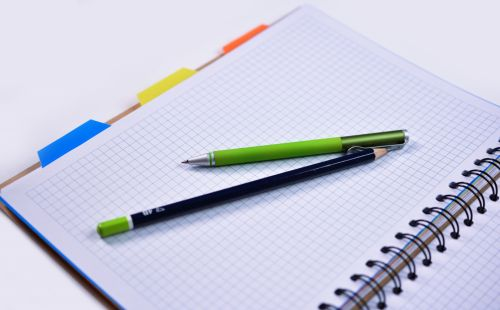 nešiojamojo kompiuterio, rašiklis, pieštukas, švietimas, biuras, verslas, rašymas, popierius, pastaba, planavimas, darbas, pamoka, nešiojamojo kompiuterio & nbsp, popierius, balta, rašiklis & nbsp, popierius, idėja, švarus, tuščias, puslapis, lakštas, baltas & nbsp, popierius, namų darbai, nešiojamojo kompiuterio su pieštuku ir pieštuku