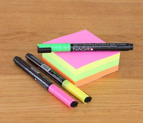 Užrašų knygelė,pastaba,biuras,Biuro reikmenys,rašiklis,neono spalvos,spalvos,neonas,lipnus padas,blokas