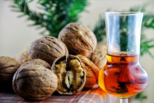 nuts liqueur walnut