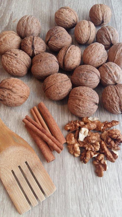 nuts  nut  cinnamon