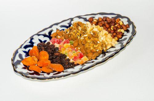 nuts dried fruits raisins