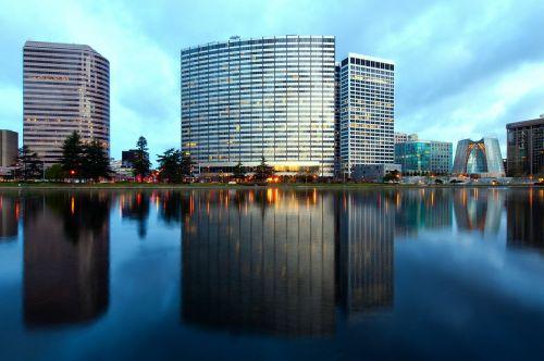 oklandas,Kalifornija,dangus,debesys,miestas,miestai,miesto,vasara,pavasaris,ežeras,vanduo,apmąstymai,lauke,architektūra,pastatai,gražus