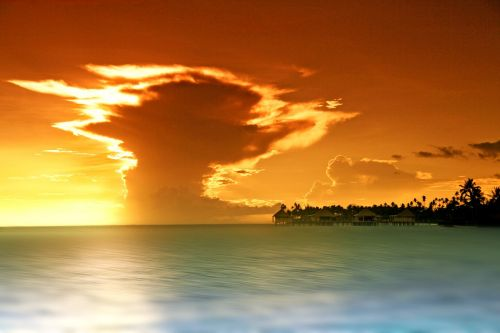ocean clouds sun set