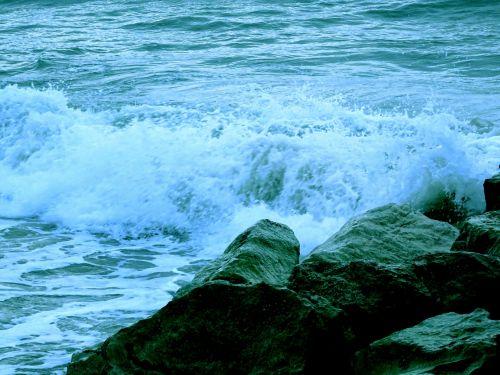 vandenynas, vandenynai, jūra, juros, papludimys, paplūdimiai, vanduo, Rokas, akmenys, banga, bangos, naršyti, šventė, atostogos, atostogos, atostogos, atostogauti, vasara, pajūris, Krantas, vandenynų bangos nusidriekia akmenimis