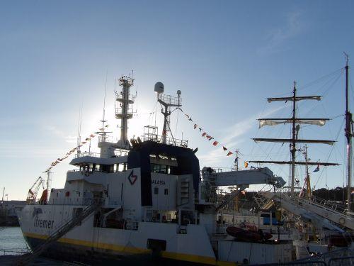 oceanographic vessel ifremer scientist