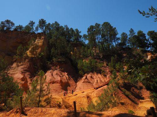 ochros uolienos,ochra,ochr karjeris,Rokas,spalva,šviesus,spalvinga,oranžinė,raudona,geltona,roussillon,lankytinos vietos,luberono masyvas,france,Vaucluse,ochra mine,Provence,ochros spalvos,raudona ochra,ockerbraun,ochro kalnakasyba,žemės spalva,rudas akmuo,molio mineralas,Vaucluse departamentas,Provence-Alpes-Côte dAzur,arrondissement apt,kantonas apt,gamtos parkas luberon,apt,gordes,chaussee of geants,falaises de sang,mišinys,atspalvis