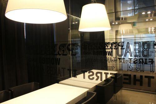 biuras,stalas,bendrovė