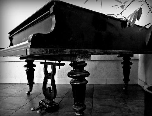 old grand piano music