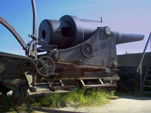 old russian coastal cannon