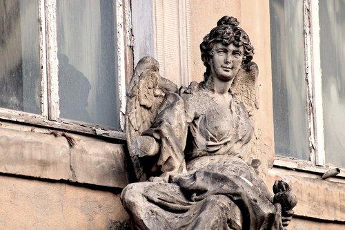 old  lapsed  sculpture