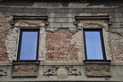 old  the window  plaster