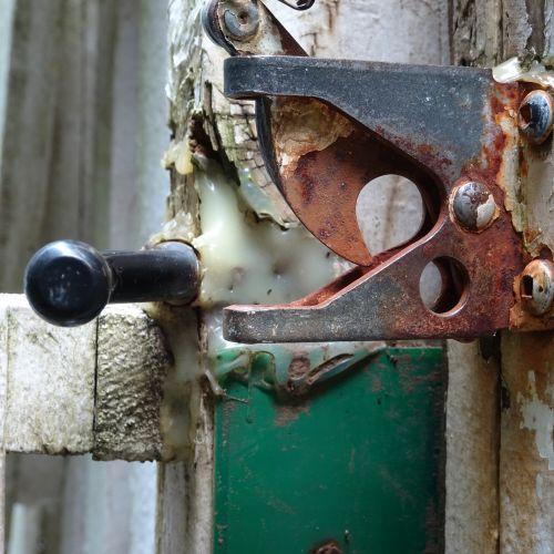 Old Lock 98