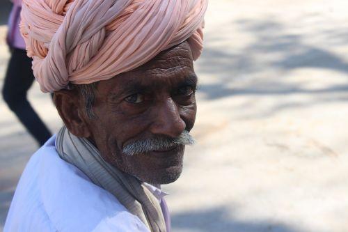 old man turban folk
