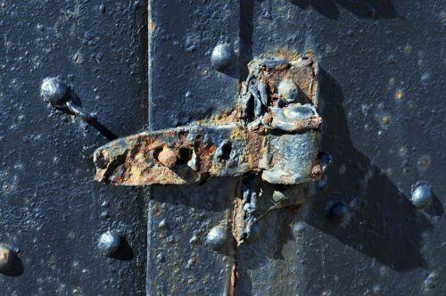 old,vintage,antique,rusty,doorhinge,hinge,door,deteoriating,old rusty door hinge