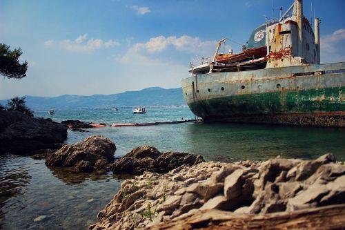 senas laivas,suplakęs laivas,valtis,jūra,senas,laivas,nuskęsta,vanduo,nuolaužos,kranto,rusvas,laivas,jūrinis,laivo avarija,dangus,įlanka