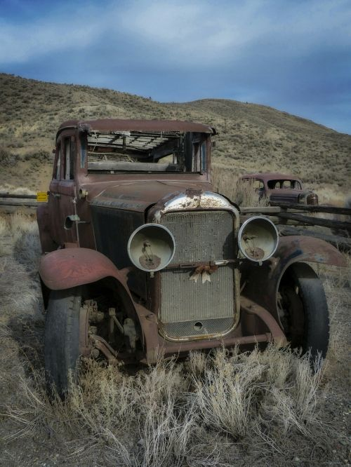 old timer automobile rusty