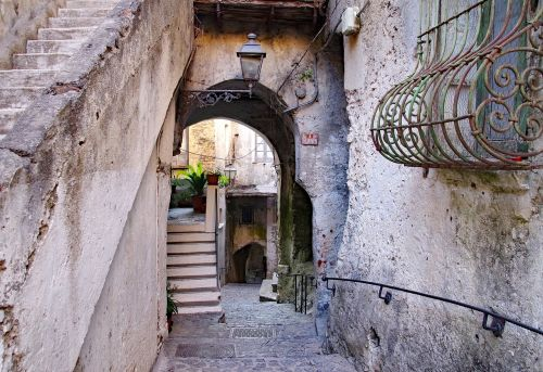 old town scalea narrow lane