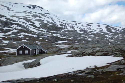 olden small hut lodge