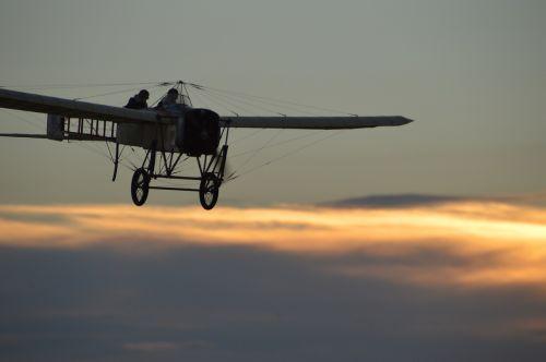 oldtimer aircraft propeller plane