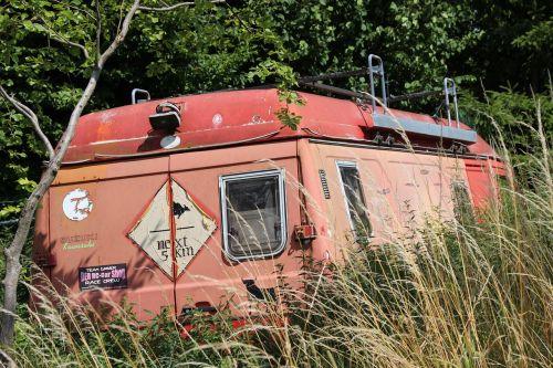 oldtimer transporter scrap car
