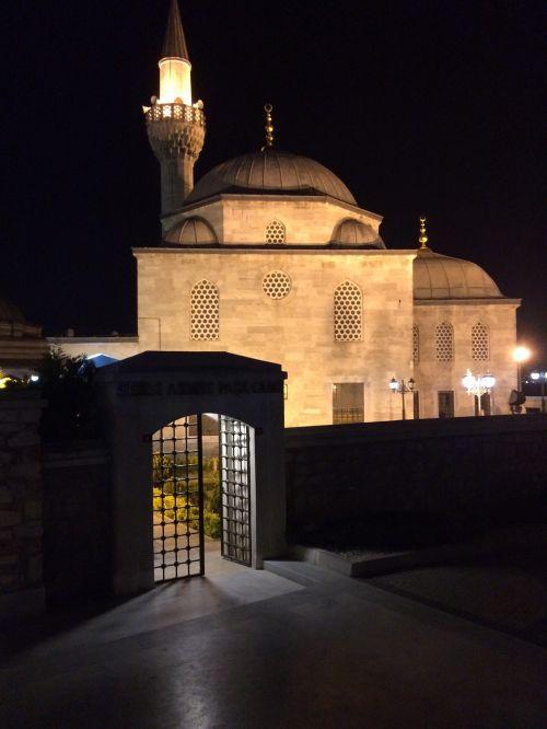 on,cami,miesto centras,minaretai,taika,Turkija,architektūra,miestas,religija,turkish,kelionė,estetika,malda,istanbulas,šviesa,šešėlis,Islamas