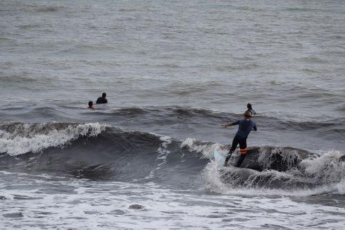onda surfing sea