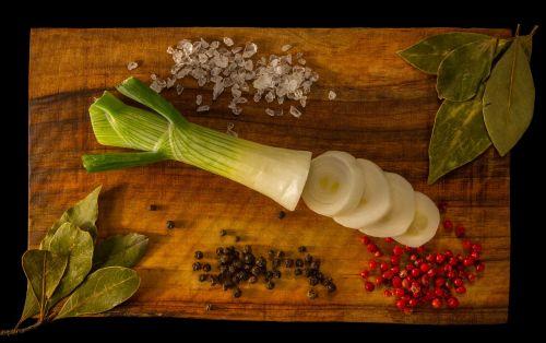 onion bay leaf salt