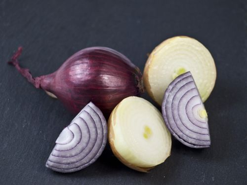 onions red white