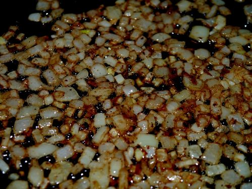 onions pan oil