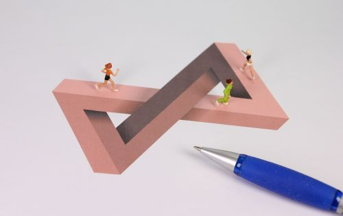 optical deception illusion miniature figures