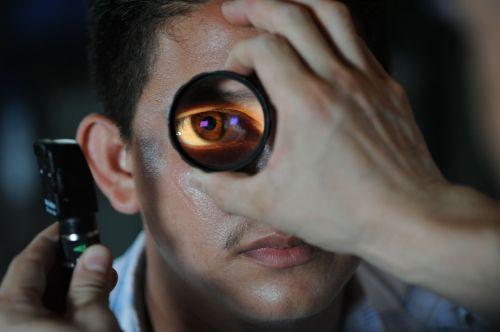 optometrist doctor patient