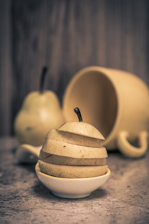 organic pear  slices of fresh pear  organic