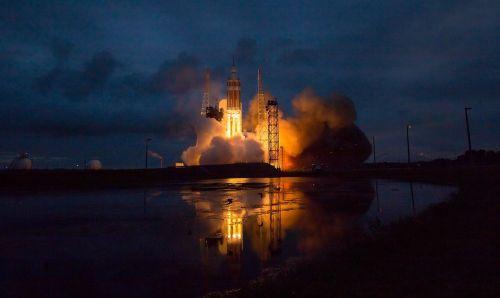 orion spacecraft delta iv heavy rocket