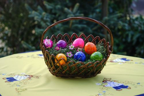 osterkorb easter eggs colorful eggs