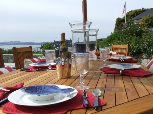 outdoor dining luxury table setting