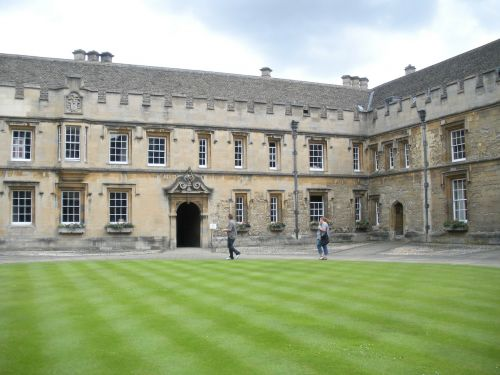 oxford college,christchurch college,england,college,oxford,university,architecture,education,building,historic,landmark,school,campus,historical
