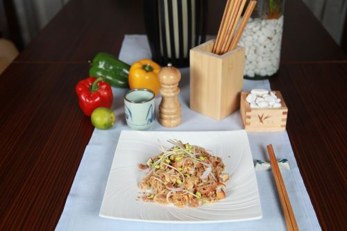 pad thai filipino cuisine noodles