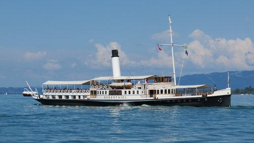 paddle steamers  steamboat  paddle steamer