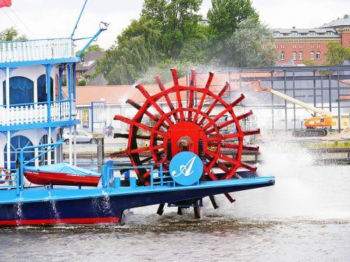 paddle wheel mississippi steamer louisiana star