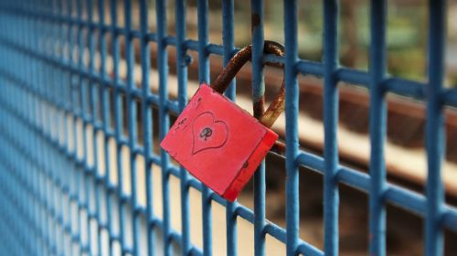 padlock federal government love