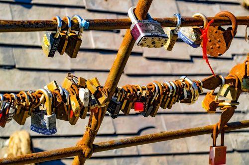 padlock lovers symbol
