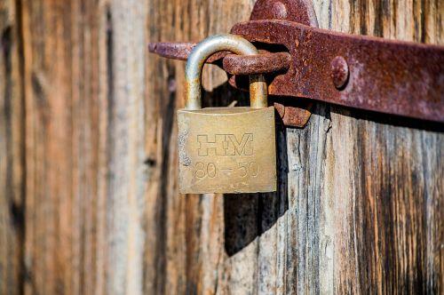 padlock castle shut off