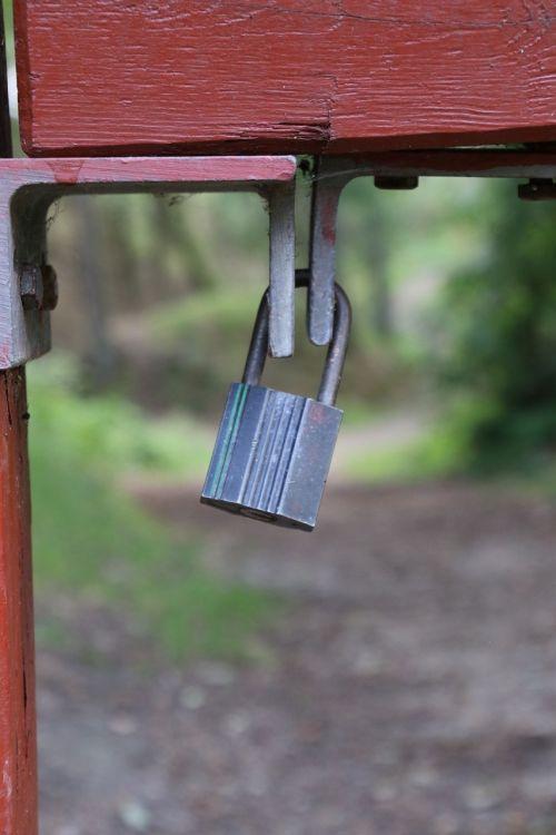 padlock locked no access