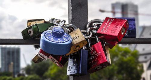 padlocks frankfurt castle