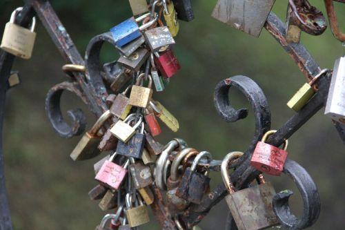 padlocks love memory