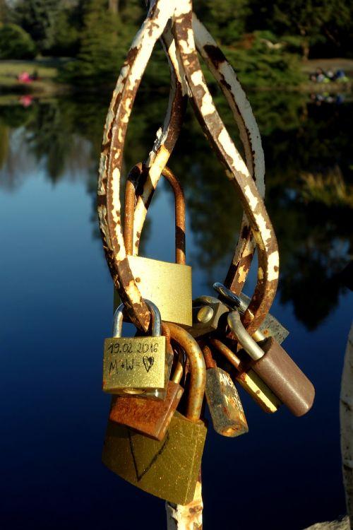 padlocks love park