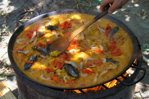 paella cook eat