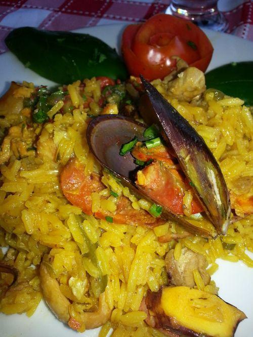 paella rice mussel